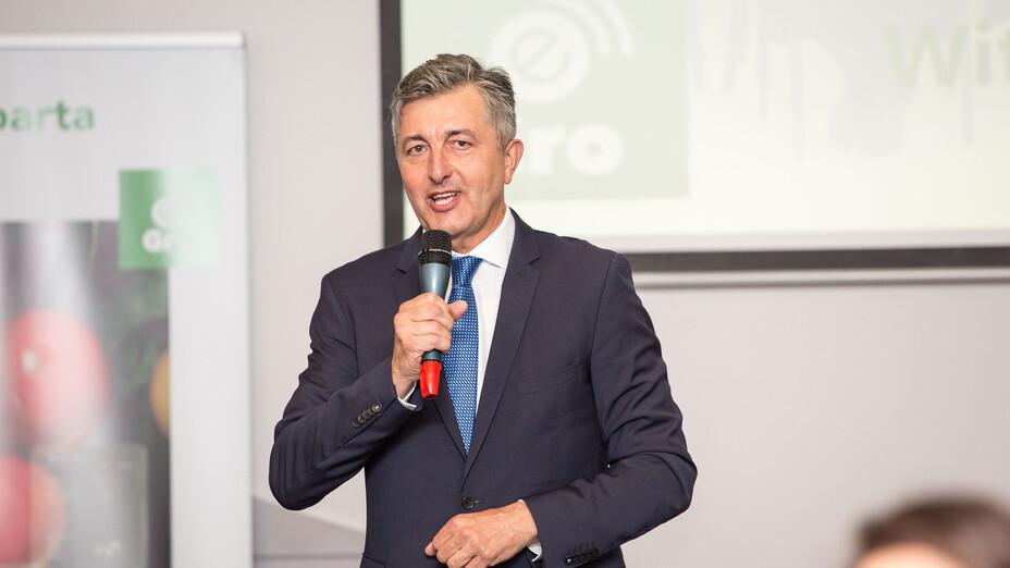 e-Gro launch and 50th Anniv PL, anniversary, man, presenting, grodan