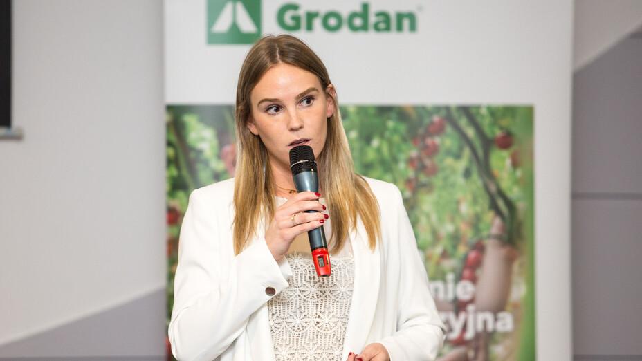 e-Gro launch and 50th Anniv PL, anniversary, presenting, white, woman, grodan